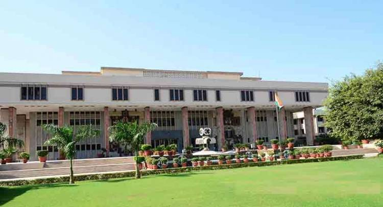 Delhi HC suspends the services of probationary Judge for having unexplained income