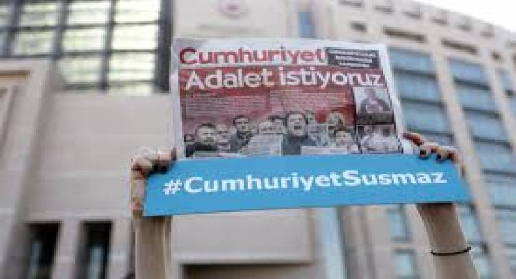 Turkish court sentences journalists on terrorism charges